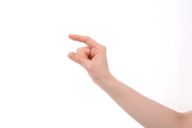 幼児に箸の持ち方を教える前に指...
